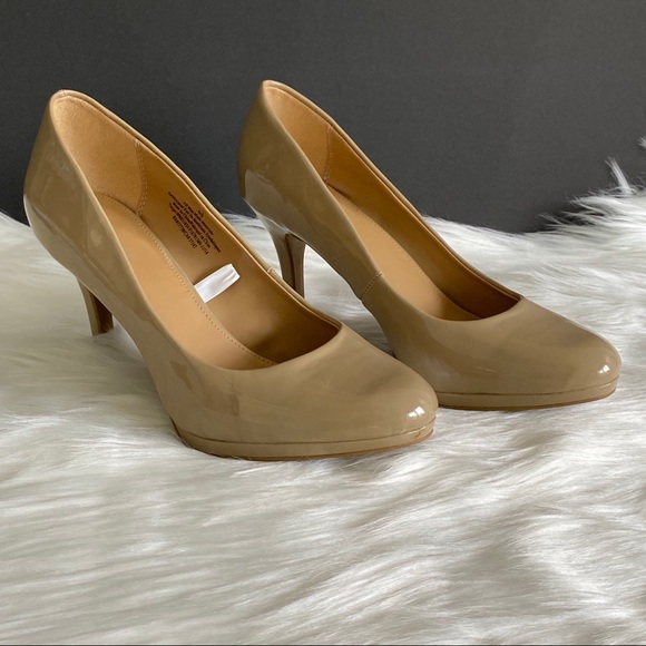"""Nude/Blush Patent Leather Pumps 3"""" Heel Size 6.5"""